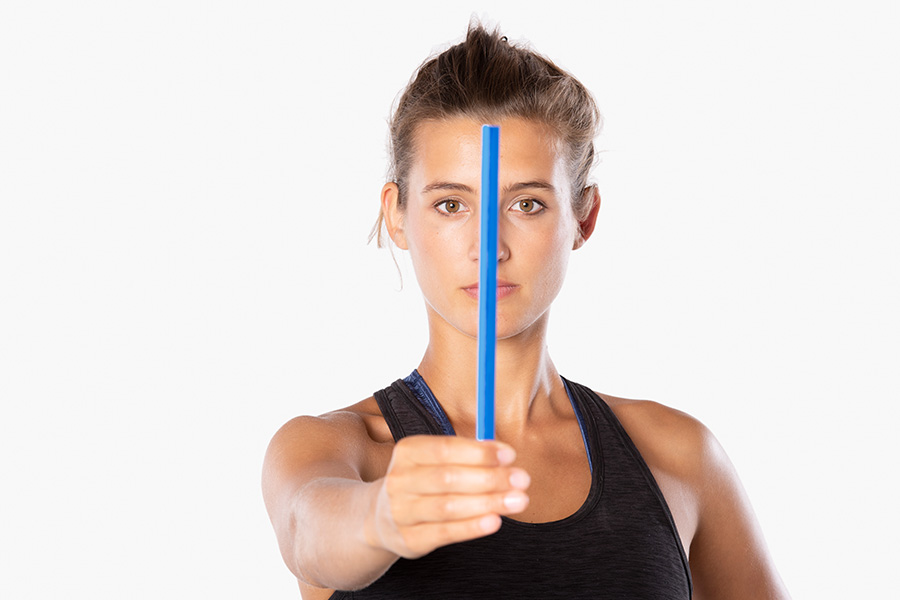 Frau trainiert mit dem ARTZT vitality Marsden Ball